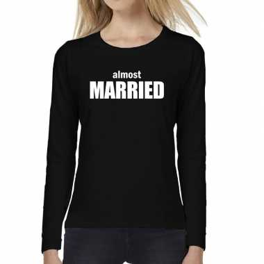 Almost married vrijgezellen feest tekst t-shirt long sleeve zwafeestj