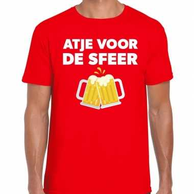 Atje voor de sfeer feest t-shirt rood voor herenfeestje!