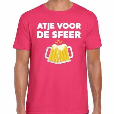 Atje voor de sfeer feest t-shirt roze voor herenfeestje!