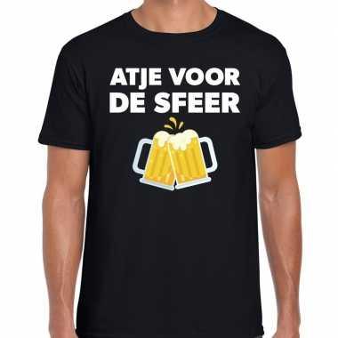 Atje voor de sfeer feest t-shirt zwart voor herenfeestje!