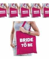 Pakket vrijgezellenfeest dames tasjes goodiebag 1x bride to be roze 5x bride squad roze feestje
